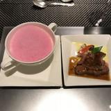 根セロリのスープと牛フィレ肉