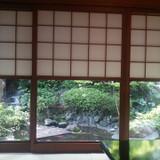 待合室からお庭を眺める