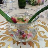 ガラスの器に入った前菜。