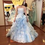 水色のフリルのドレス