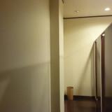 トイレ!?と思わせてロッカールーム
