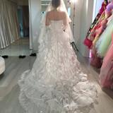純白のドレスでチャペルとも合ってました!
