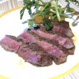 フランベ演出もしたお肉。ソースは2種類