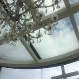 天窓から光が綺麗にさしこみます。