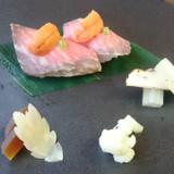 黒毛和牛ロース肉の味噌漬寿司 雲丹のせ