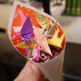 折り鶴、入れ物ともに手作りしました。