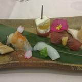 前菜。お寿司風に仕立ててありました。