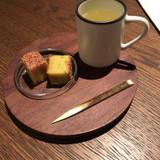 最初にお茶菓子をいただきました