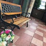 ガーデンに置いてあったベンチ。
