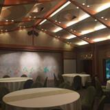 披露宴会場です。天井が高くて広いです。