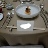 披露宴会場に入ると前菜が準備されている。