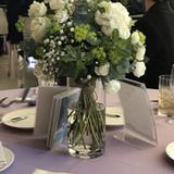 テーブルの花もとても綺麗でした。