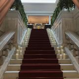 ヴァージンロードは階段から始まります。
