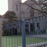 外から見た教会。 隣は幼稚園