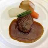 A:特選牛のステーキマディラソース