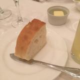 最初に運ばれてきたパン