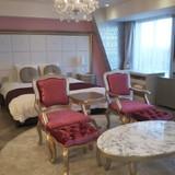 ピンクを基調にしたかわいらしい控室。