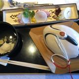鶴の皿には亀型の人参等が入ってました。