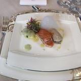 お寿司。シャリ部分が魚介を刻んだ物。