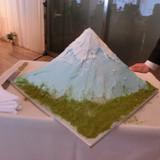 ケーキは思い出の富士山です。