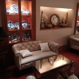 家具や装飾品も高級感があります。