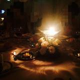 テーブルのキャンドルで暗くても素敵