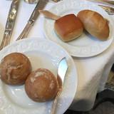 パン 左:卵不使用 右:卵使用