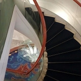 建物内にあるらせん階段