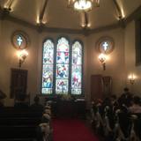 挙式会場は天井が高く素敵でした。