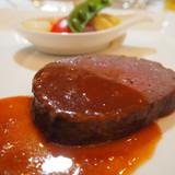牛フィレ肉の岩塩包み焼き