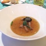 トリュフとコンソメとフォアグラのスープ