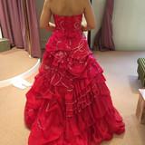 赤ドレスは9号か5号ぐらいしか置いてな