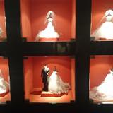 廊下に飾ってあるミニチュアドレス