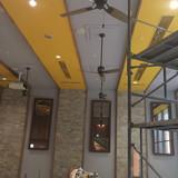 披露宴会場の壁と天井。