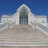 白が基調の素敵な教会です