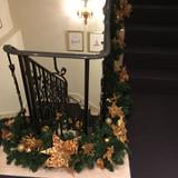 館内の階段はクリスマス仕様に!