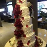 展示された大きなケーキ。高そう?
