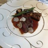 シェフがフランベしてくれた肉料理。