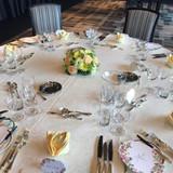 披露宴会場のテーブルセッティング 例