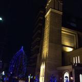 夜の教会の外観です。