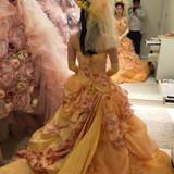 神田うのさんのブランドのドレスです