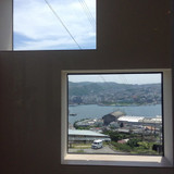 待合室の窓からも長崎の景色