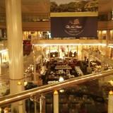 ホテル一階(2階から撮影)