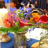 テーブルのお花。鮮やかです。
