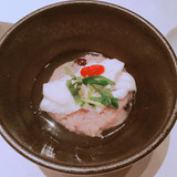 お赤飯の上に鯛。餡がけ。
