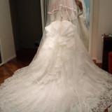 ドレスが長いデザインが気に入りました。