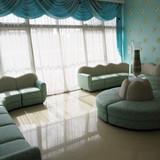 光のエリアのソファ