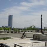 ホテル前には万代橋☆