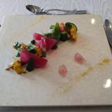 前菜。野菜がカラフルで楽しく美味しい。
