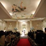 ヨーロッパの教会をイメージした挙式会場。